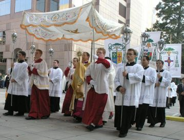 Bishop Jugis Eucharistic Procession_2005